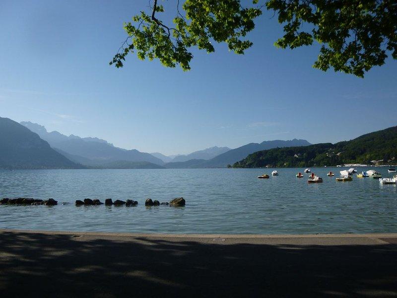 Centre Annecy à 2 pas vieille ville / lac, confortable 3 pièces pour 4 personnes, aluguéis de temporada em Haute-Savoie