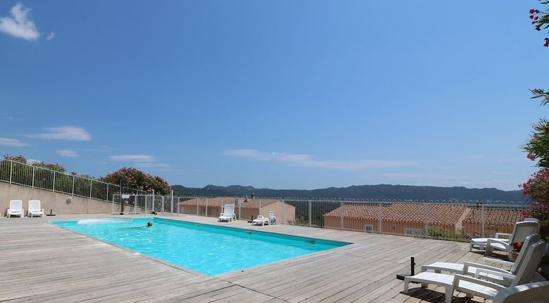 A Santa,domaine 3* de 3 villas avec piscine à 6 kms de la mer PROMO EXCLUSIVE, vacation rental in Figari