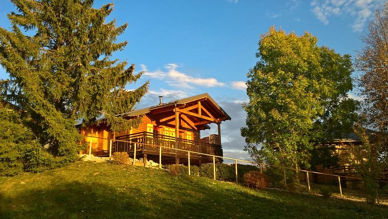 Chalet cosy Haut-Jura - Piscine sur le domaine - Terrasse avec vue dégagée, location de vacances à Lac des Rouges Truites