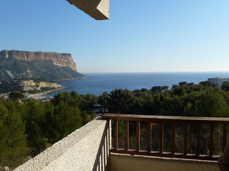 Location appartement  T 3 Cassis Bouches du Rhone pour 6 Personnes,WIFI, holiday rental in Cassis