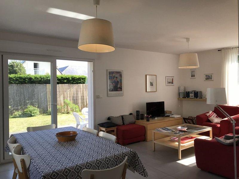 Maison agréable et lumineuse avec jardin exposé au sud, 500metres de la mer., vacation rental in Agon-Coutainville