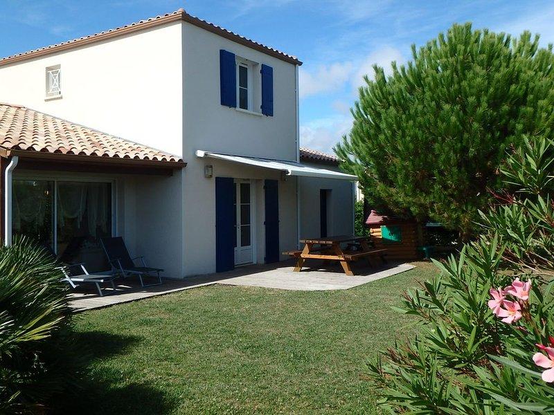Maison familiale avec piscine et aire de jeux privé, vacation rental in Saint-Georges-de-Didonne
