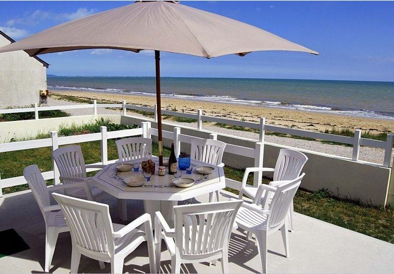 maison vue sur mer, pieds dans l'eau tout confort, casa vacanza a Saint-Floxel