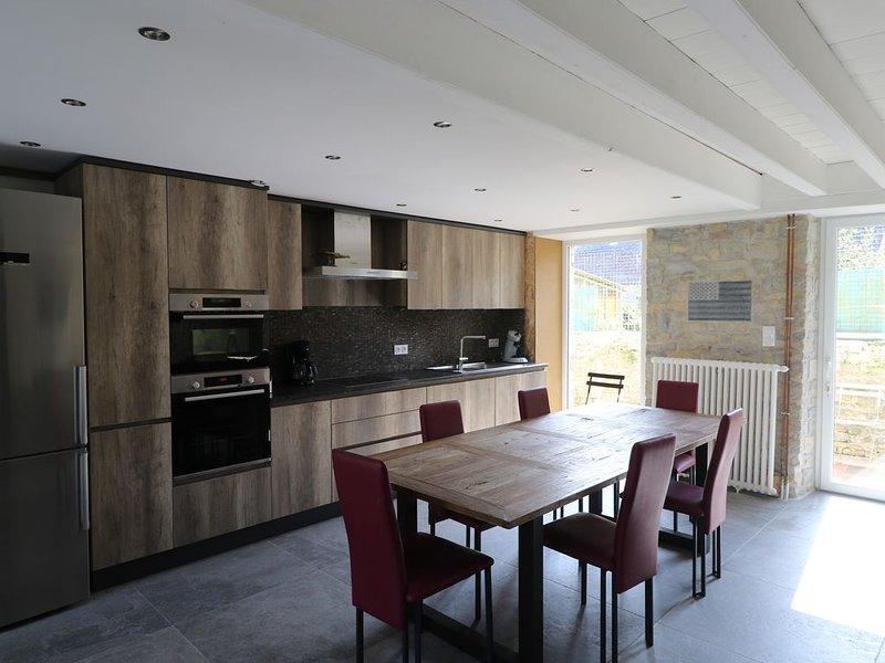 Maison meublée chaleureuse - Plein coeur du village (Jusqu'à 8 personnes), holiday rental in Brucheville