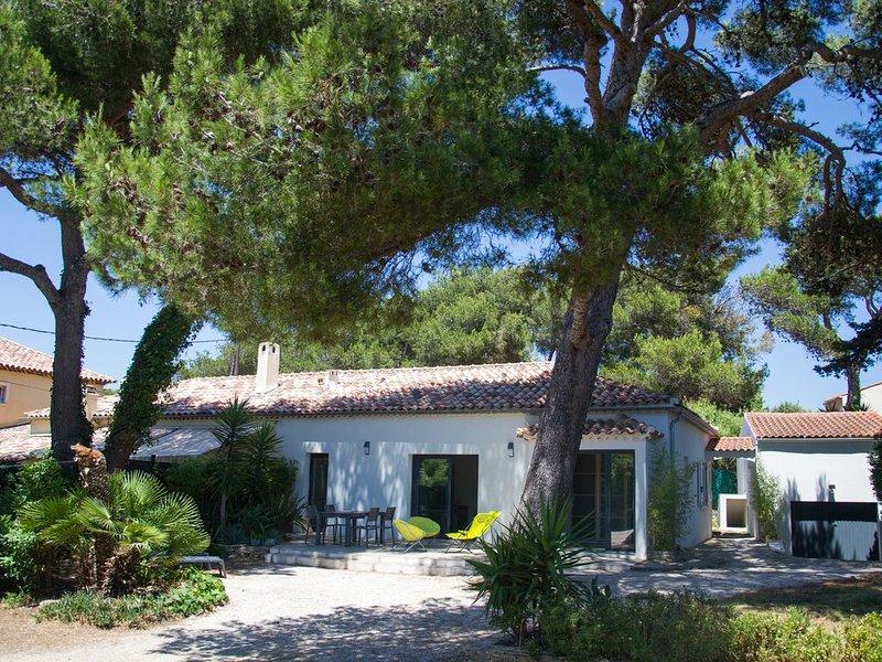 Maison plein-pied 3 chambres dont 1 studio à 150 m de la mer, holiday rental in Ile des Embiez