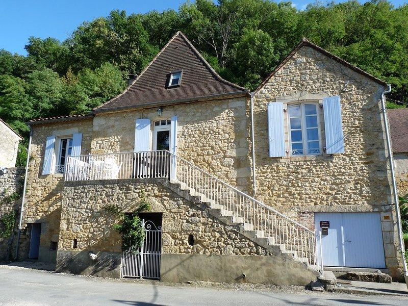 Charmante Périgourdine du 18 eme au bord de la Dordogne, superbe vue rivière ., alquiler vacacional en Domme