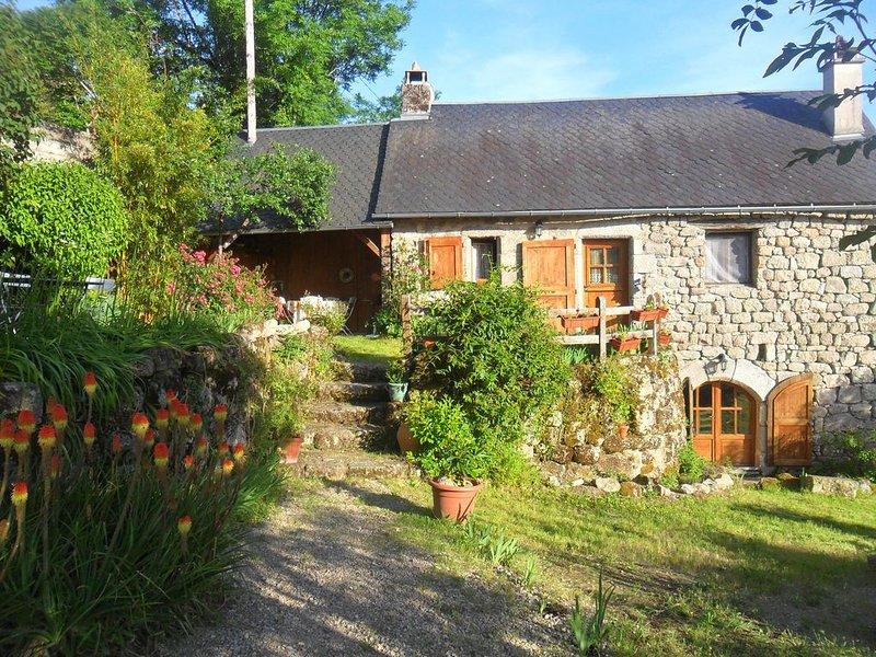Joli gîte de pays dans le hameau de Firminhac à Golinhac, casa vacanza a Vieillevie