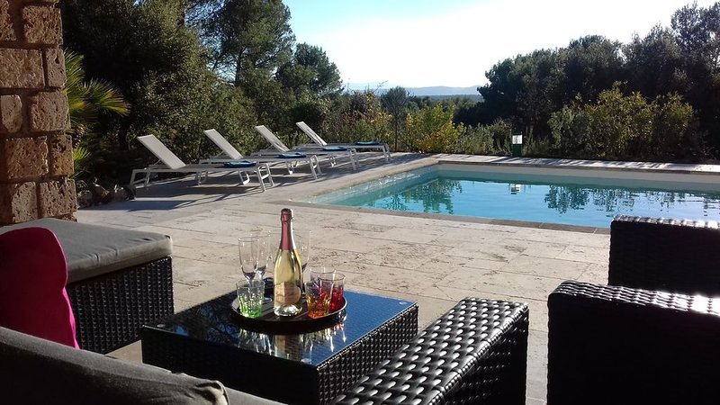 Villa paisible aux prestations de qualité aux portes du Haut-Var - Flayosc, casa vacanza a Flayosc