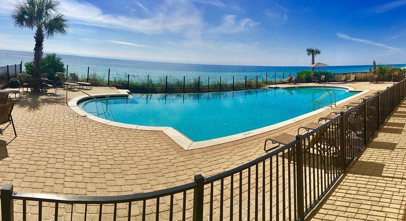 Infinity-Pool am Strand, im Winter beheizt. Sie können dies nicht zur Entspannung schlagen!