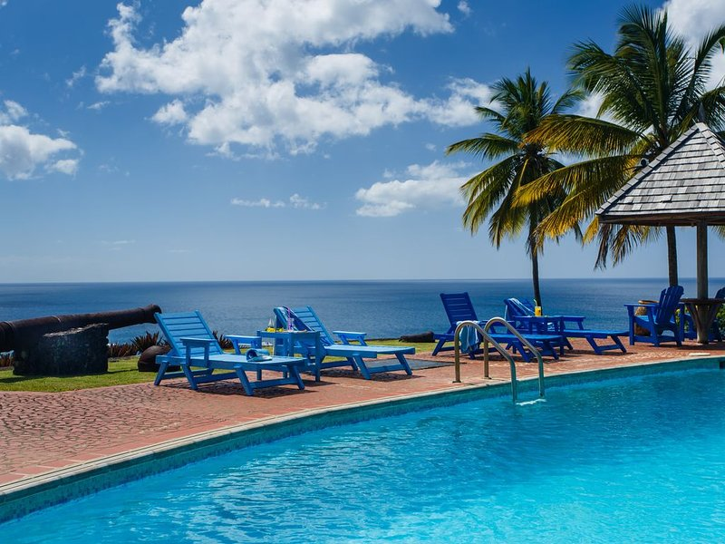 St. Lucia Private Oceanfront Secluded Villa with Pool/Full Staff Including Chef, alquiler de vacaciones en Sta. Lucía