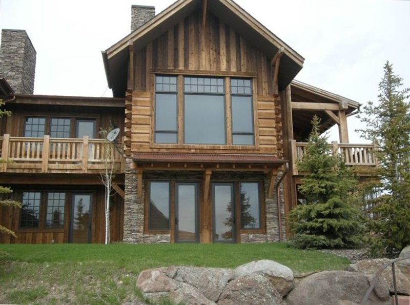 RUSTIC TIMBERS MOUNTAIN RETREAT SKI IN/OUT MOONLIGHT BASIN,BIG SKY, MT, holiday rental in Big Sky