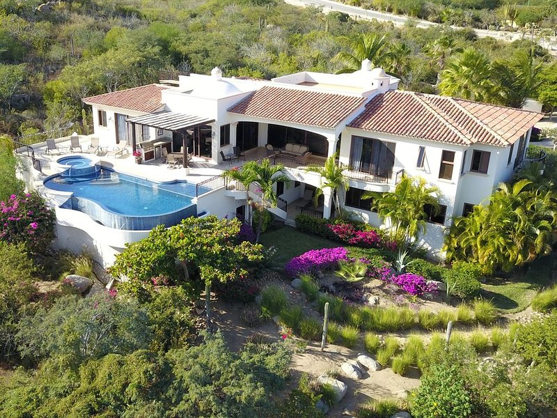 Fabulous and Spacious Ocean View Villa with Golf, Pool and Amenities, holiday rental in San Jose del Cabo