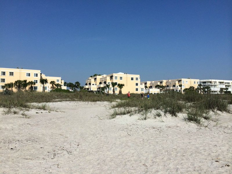 Completely remodeled. Ocean Front Condo! Make your summer plans now!, Ferienwohnung in Cape Canaveral