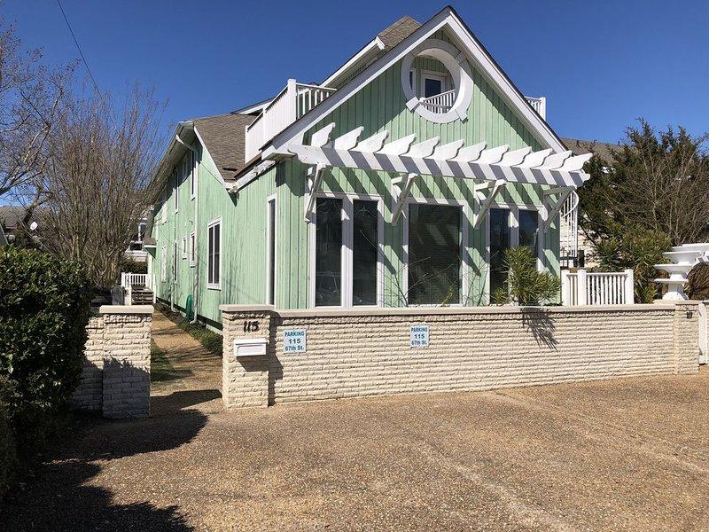 GONE COASTAL - COMPLETELY RENOVATED North End Beach House, alquiler de vacaciones en Virginia Beach