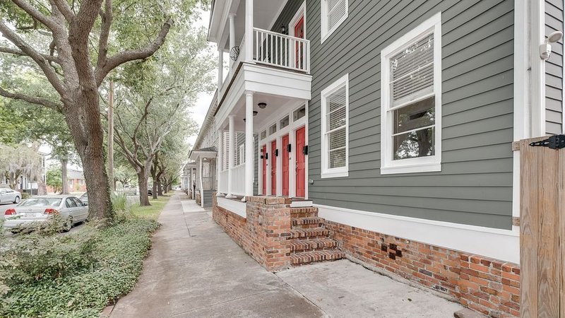 Spacious & Affordable 3 BR Condo in Savannah Historic District near Forsyth Park, vacation rental in Thunderbolt