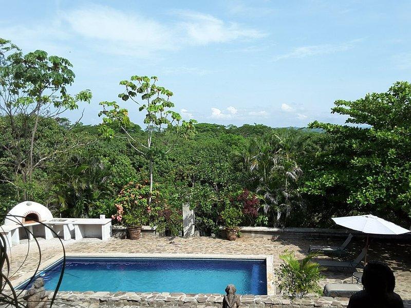 Enjoy 1-7 Homes on a Private Gated Estate, alquiler de vacaciones en Orotina