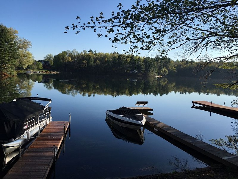 Serene & cozy lakefront getaway on Congamond's pristine North Pond, aluguéis de temporada em East Longmeadow