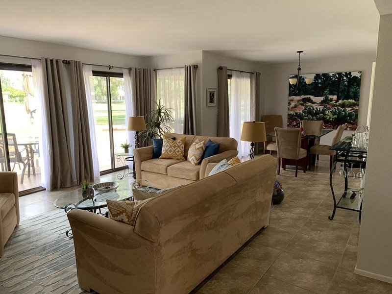 Beautifully renovated condo on the golf course, holiday rental in Cathedral City