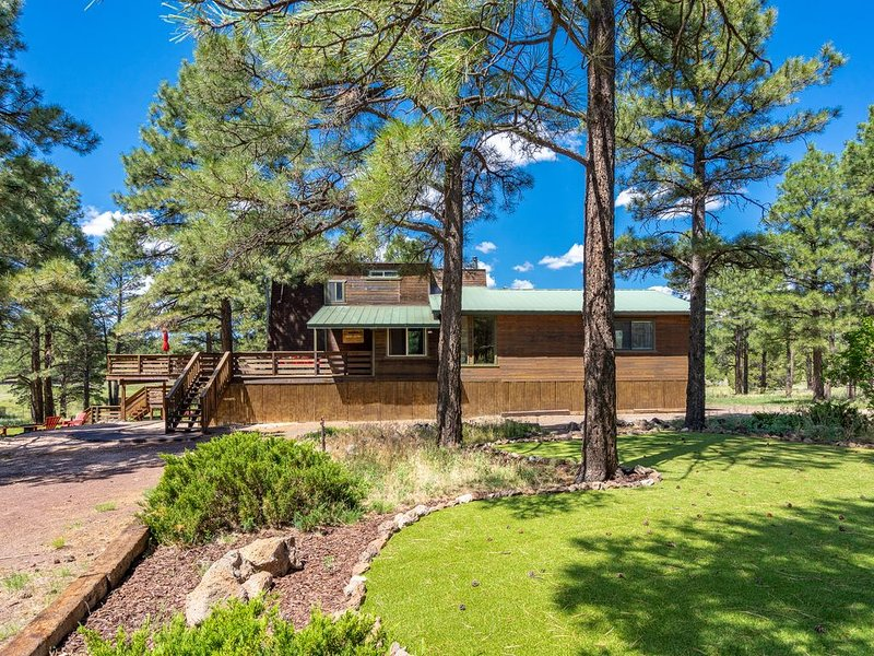 **Amazing Views, privacy, lawn games AND hot tub, vacation rental in Flagstaff