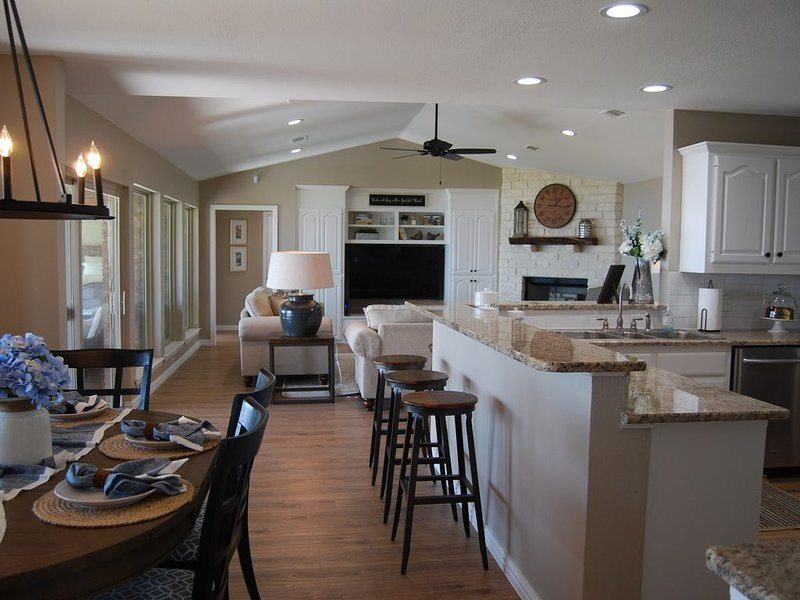 Remodeled Lakehouse with all new bathrooms and kitchen appliances., holiday rental in Eustace