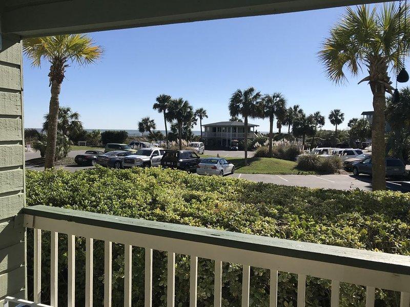 Beach, Pool 1st Floor Unit Beautiful Isle of Palms Near Charleston, holiday rental in Isle of Palms