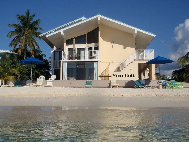 Closest Ocean Front Condo on 7-Mile beach-Cayman Reef 31, vakantiewoning in Grand Cayman