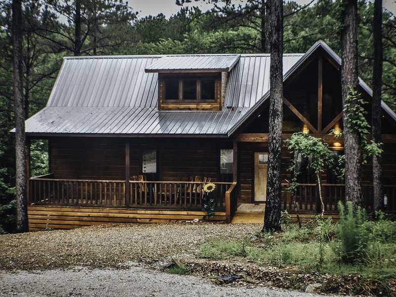 Gorgeous, New, Luxury Dulcinea Cabin in the Heart of Broken Bow, holiday rental in Broken Bow