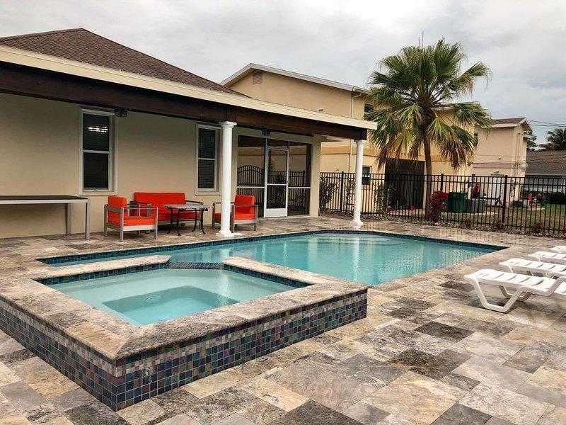 Villa de  Charme  - CHRISTMAS PRICE just REDUCED !!!, holiday rental in Vanderbilt Beach