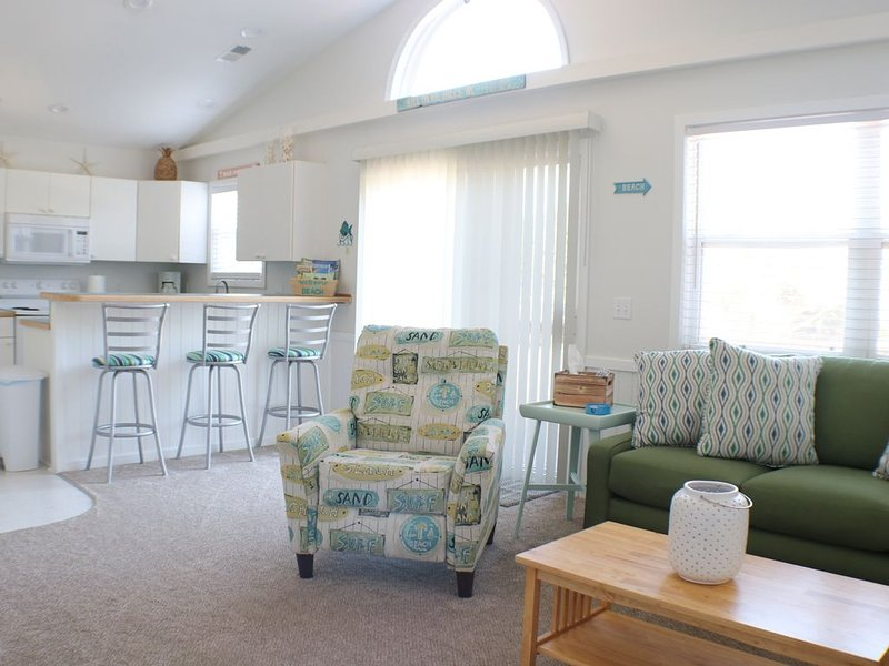 Bright & Beachy 3 bed/2 bath Soundside MP6, holiday rental in Kill Devil Hills
