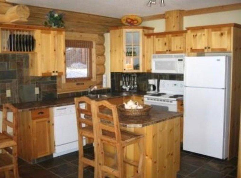 Beautiful Log Cabin|Sleeps 6|Mountains, holiday rental in Kimberley
