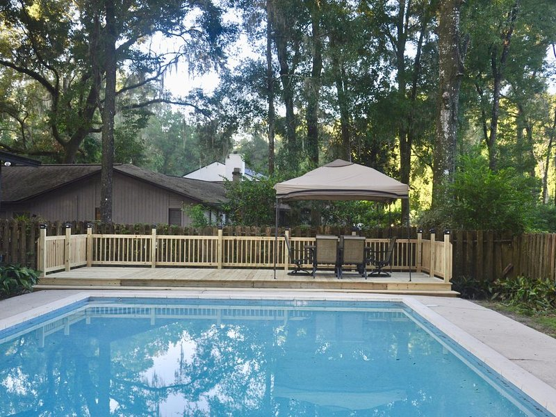 Huge Pool Home: Perfect for Families with Pets, holiday rental in Gainesville