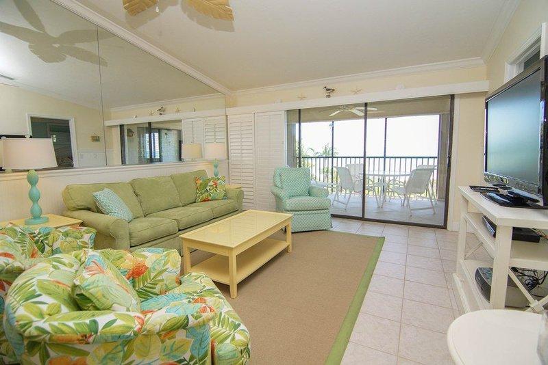 Upscale Sanibel 2/2 Waterfront Condo, holiday rental in Sanibel