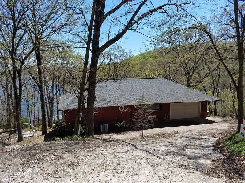 Hog Heaven- Lakefront/Swim Deck - Lower Level of Private Home, vacation rental in Garfield