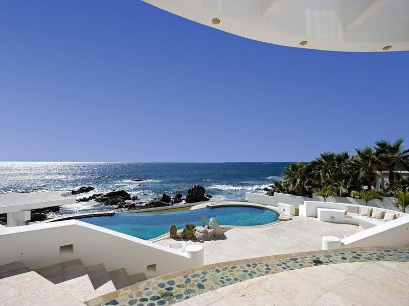 OCEANFRONT LUXURY VILLA -LANDMARK ESTATE -w/Concierge- Over 70+ 5 STAR Reviews!, vacation rental in Cabo San Lucas
