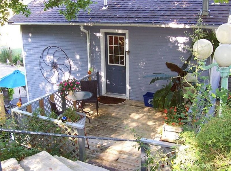 Cozy and Comfortable Cottage in Town, holiday rental in Eureka Springs