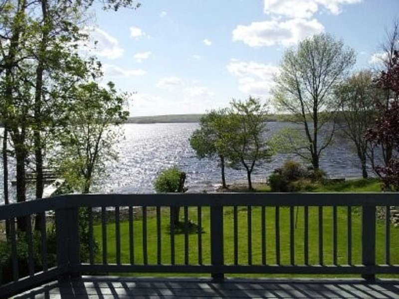 Lake Front Home with beautiful sunsets over Lake Wallenpaupack, holiday rental in Honesdale