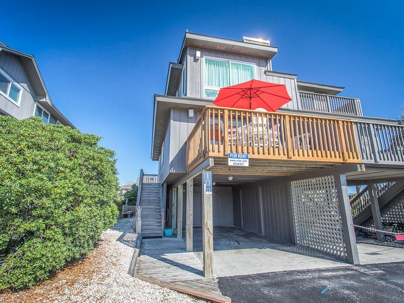 OCEAN FRONT PRIME LOCATION, STEPS TO BEACH, PERFECT FOR FAMILIES!!!, holiday rental in Wrightsville Beach