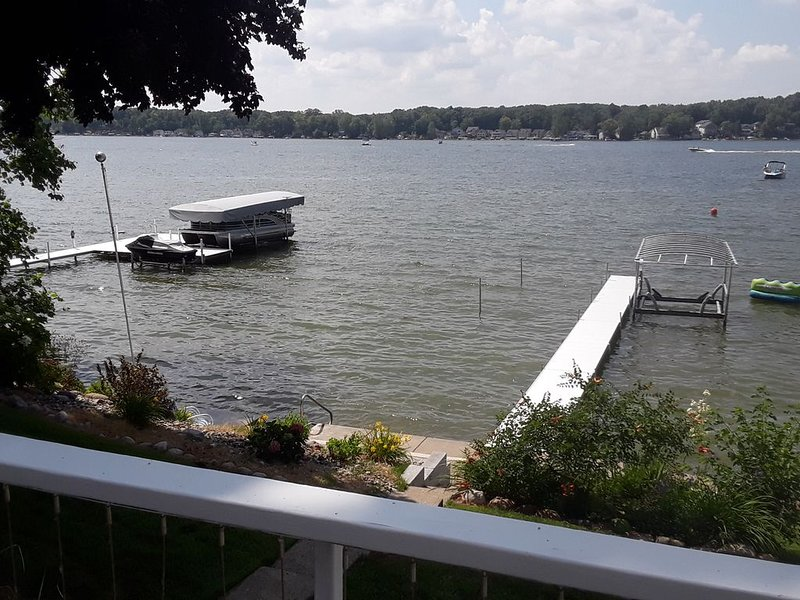 Large Retro Lakefront Home - perfect for family fun!, holiday rental in Coldwater