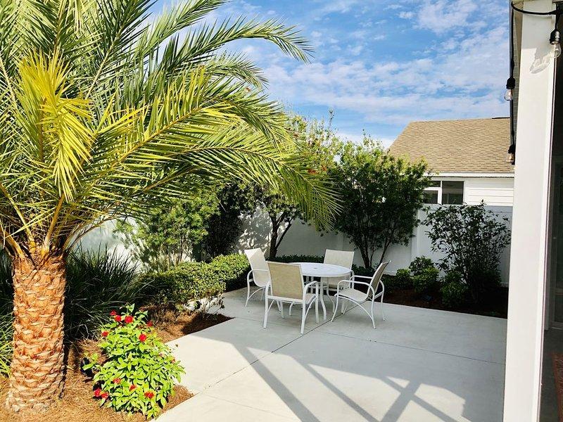 New Charming 2/2 Villa in Creekside Landing adjacent to Lake Sumter Landing w/GC, Ferienwohnung in The Villages