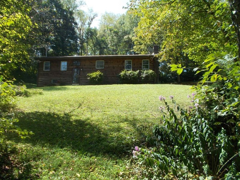 A Hemlock Haven Vacation Rental House With Lots Of Room Just Opened/ July 2019, holiday rental in Glade Spring