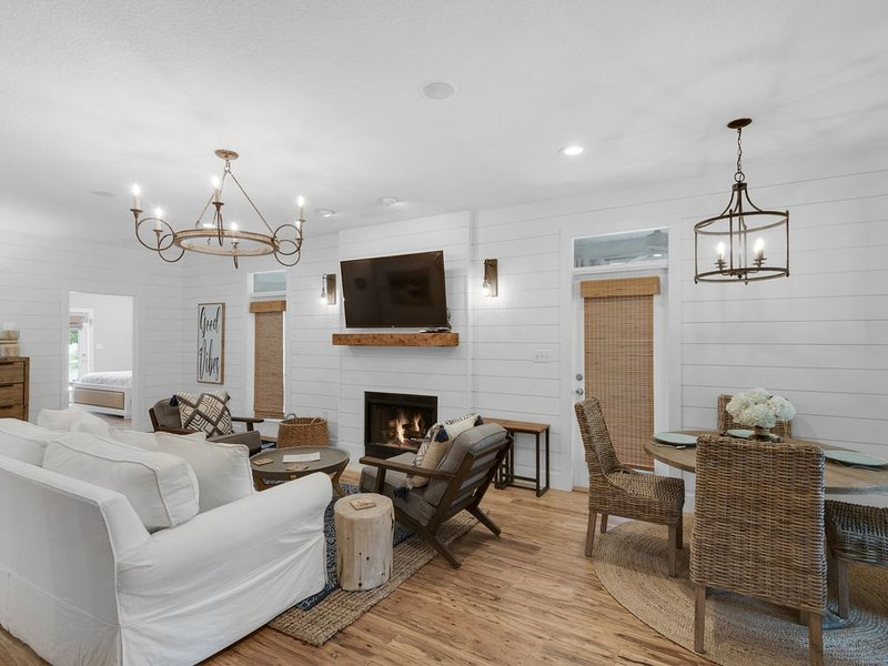 'SERENITY COTTAGE' ~  New Private Pool  ~ Sleeps 6 ~ Newly Renovated ~ Comfy, vacation rental in Alys Beach