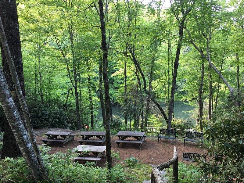 Nachbarschaftspicknickplatz mit wunderschönem Seeblick!