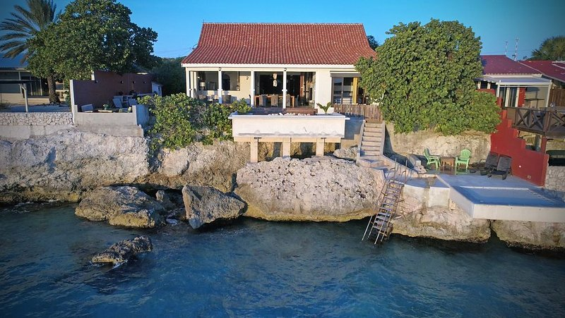 Beautiful Tropical Villa With Private Access To The Sea – semesterbostad i Curaçao