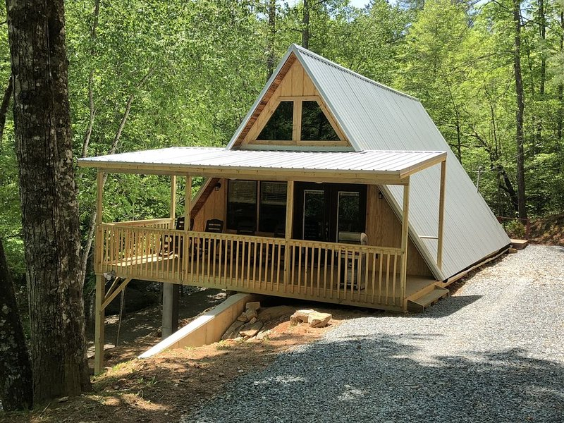 Family Mountain Getaway - 2 BR/2 BA  Secluded Cabin Easy Access with WIFI, alquiler de vacaciones en Robbinsville