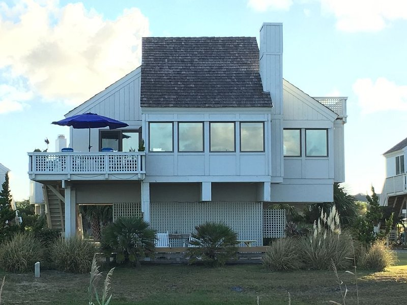 2021 just opened! OCEANFRONT - FULLY RENOVATED AND BEAUTIFULLY MAINTAINED!, vacation rental in Southport