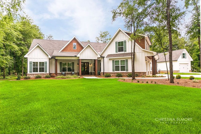 Enjoy this large southern dream home on beautiful lot with Pecan trees., aluguéis de temporada em Hawkinsville