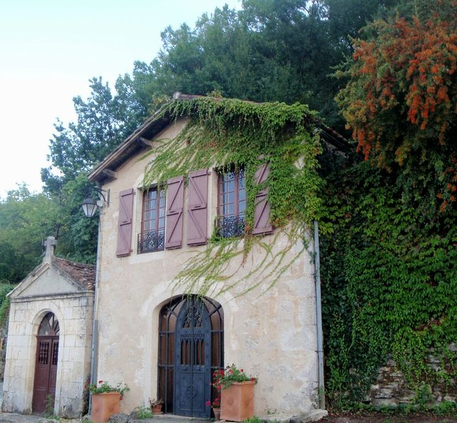 Beautiful Villa with Stunning View in  Saint Cirq Lapopie, vacation rental in Lot