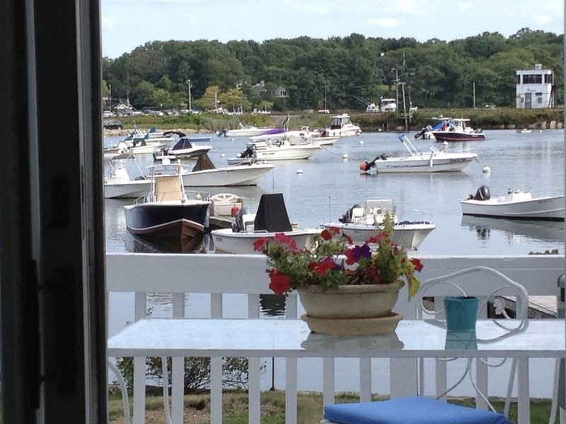 Renovated Water Front 2BR - amazing View - Walk to Beach, Shps, Restaurant Train, holiday rental in Manchester-by-the-Sea