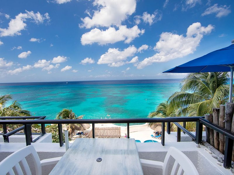 Beachfront Studio for Two- All Amenities/half the price, walk to town., location de vacances à Cozumel