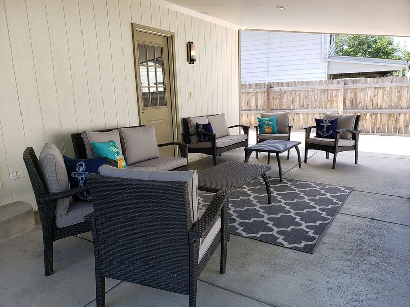 Grey  House  Getaway, vacation rental in Arvada
